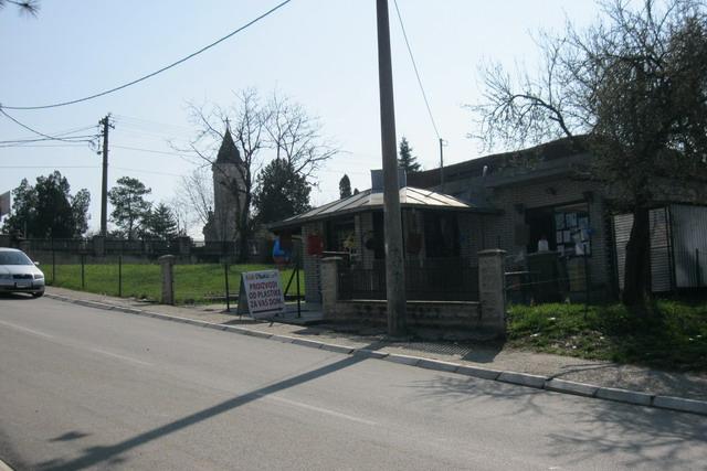 Lokal sa placem od 4.5 ari, ul. Skolskih sestara, Mladenovac